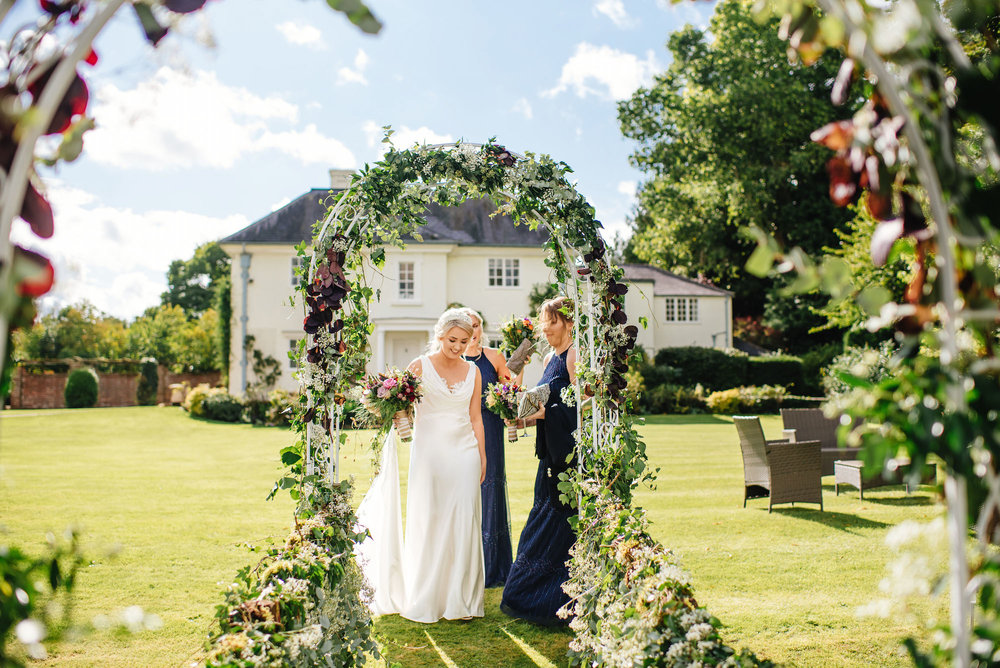 11_Rushall_manor_wiltshire_wedding_photography_bride_sunny.jpg