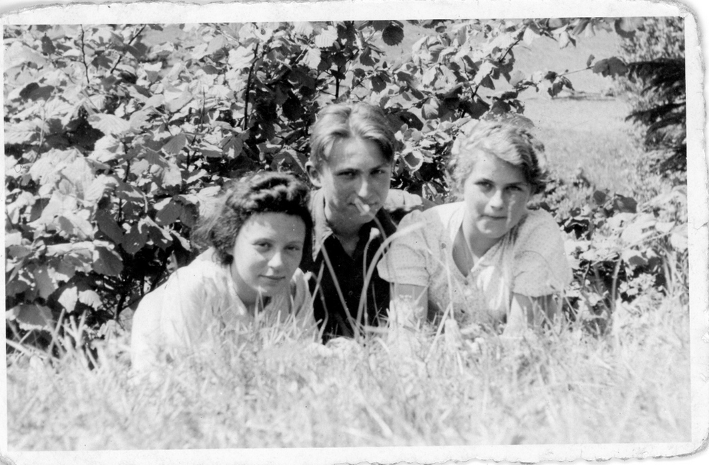 Lech (Lleshek) with Marysia, Bedkowice, 1942. Janina is not in this picture.
