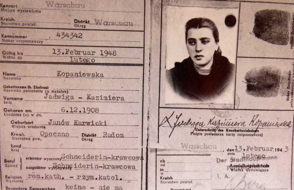 Genia's 1943 Kennekart, her ID in her assumed name Jadwiga Kopaniewska. This was the name of a real woman who had passed away, and it was this high quality false document that helped keep Genia and her girls alive.