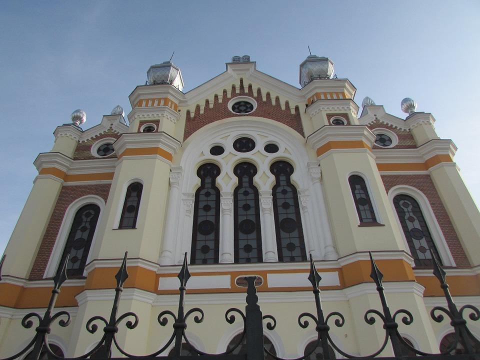 Orthodox synagogue, Oradea (Paul Cosmin, commons)
