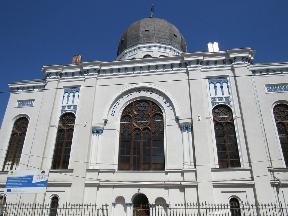 The Nelog Synagogue Oradea (Paul Cosmin, commons)