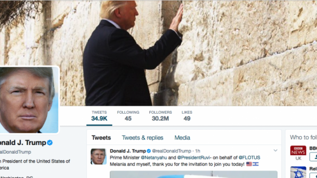 Donald Trump put the photo of himself at the Western Wall on his Twitter account.