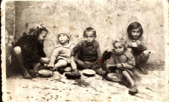 Jewish children, Lodz Ghetto, 1942 (Photo: Yad Vashem)