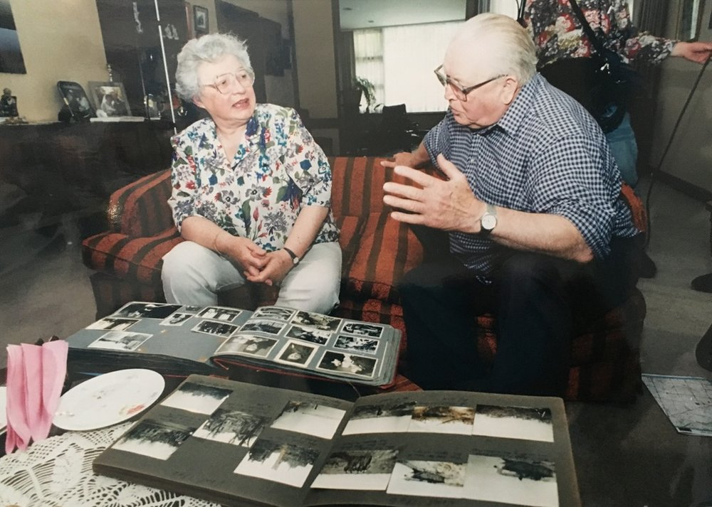 In 1995, 50 years after World War Two, Saba Feniger meets her liberator, retired British Major Ted Ruston. They compare notes and photographs in her Melbourne home.