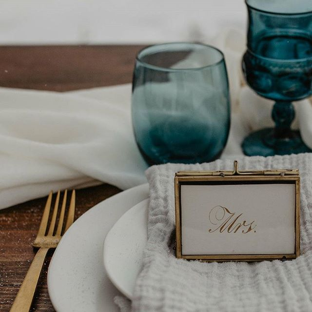 Studying traditional calligraphy was so useful to my hand-lettering. Loving this shot of my place cards styled by @somethingolddayton - contact them for beautiful event decor and a luminous studio in @historichuffman | photographer: @jessyhermanphoto