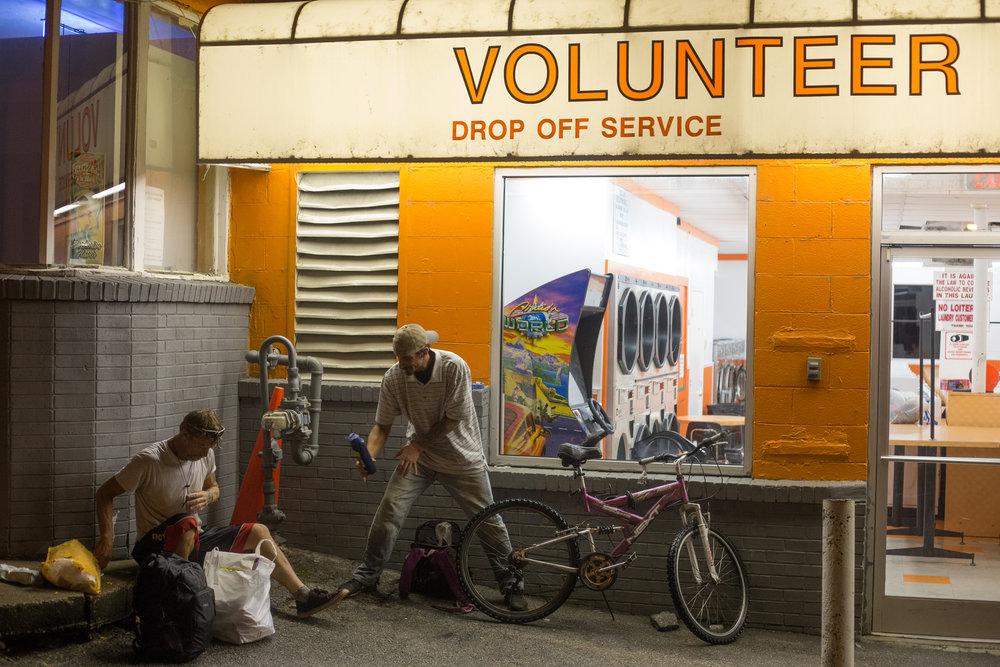 VolunteerCoinLaundry-4_web.jpg
