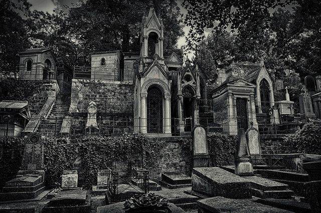 Montmarte Cemetery, Paris - Photo by  Eric Huybrechts