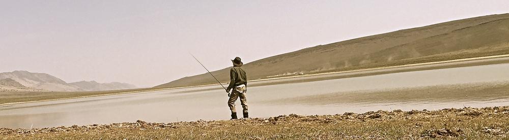 Walking the shore of Mann Lake