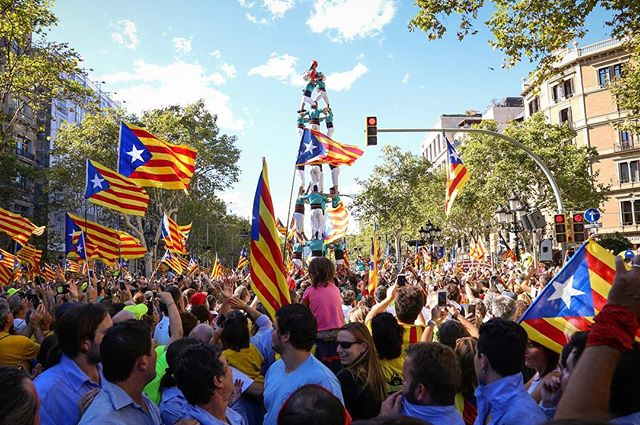 On September 11th, 2017 a crowd of nearly 500 000 gathers on the streets of Barcelona to commemorate the national day of Catalunya, also known as 'La Diada, while several groups of 'castellers' build human towers throughout the event.  This year's demonstration was titled 'La Diada del Si' (The Diada of the 'yes') in clear reference of the upcoming referendum vote on October 1st. The vote hopes to ask only 1 question: Would you like for Catalunya to be an independent state in the form of a republic?. #Barcelona #Spain #breakingnews #breaking #indepence #reportagespotlight  #catalunya #catalunyaimage #españa #amazing #HumanTower #castellers #flag #protest #Canon #notiphone #photojournalism #Barca #diada #politics #poblescatalans #igersbarcelona #climbing #climb