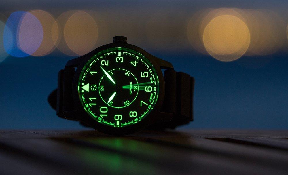 Navigator 的瑞士C3夜光錶面