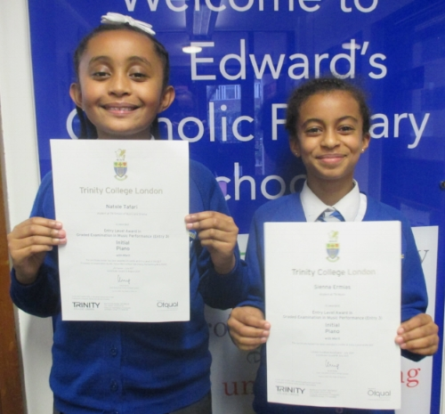 Natole and Sienna have received their Entry Level Award Certificates in Piano.  Well done!  We look forward to seeing your piano playing progress!