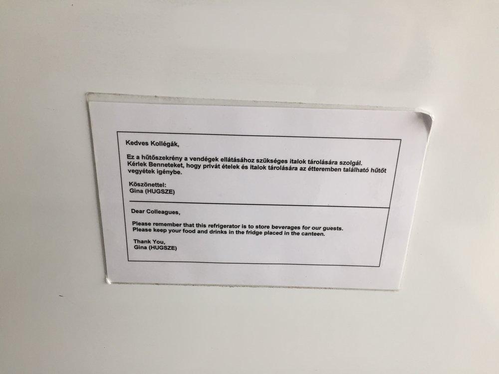Ebben a cégben asszertíven zajlik a konfliktusok kezelése: a hűtőfelelős nem csak kér, megoldást is kínál.