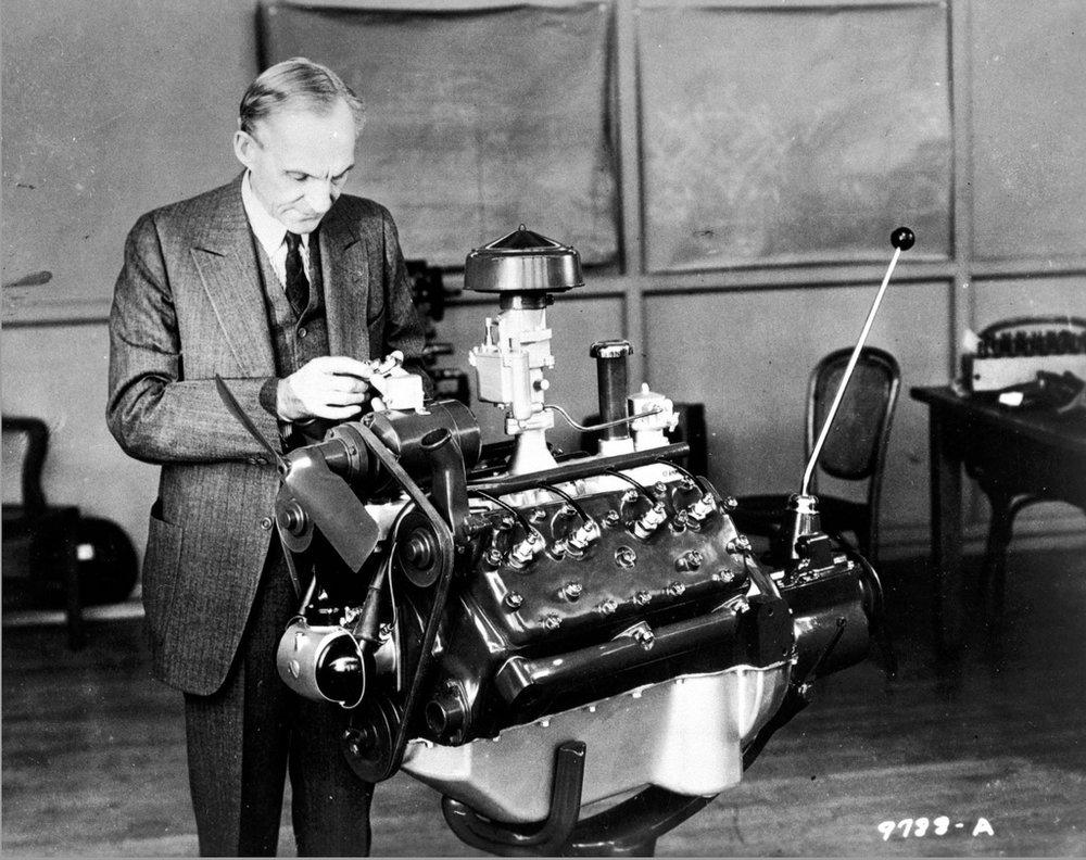 """""""Összejönni: jó kezdés. Együtt maradni: haladás. Együtt is dolgozni: siker."""" -  Henry Ford"""