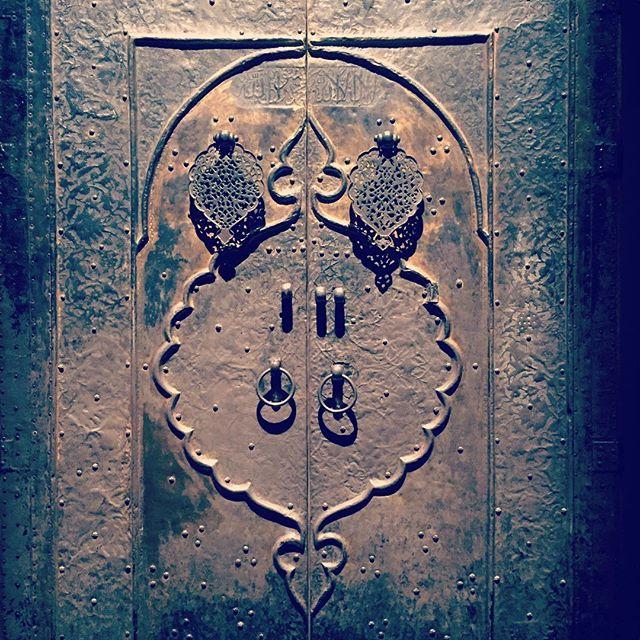#abudhabi #louvre #louvremuseum #louvreabudhabi #louvreabudhabimuseum #exhibition #artexhibition #antiques #antiquesexhibition #uae #abudhabitourism #calligraphy #antiquecalligraphy #stone #carving #carvingstone #museum #collection #archeology #archaeology #nabatean #ابوظبي #الامارات #اللوفر_أبوظبي #door #doors #doorsofinstagram #doorsondoors