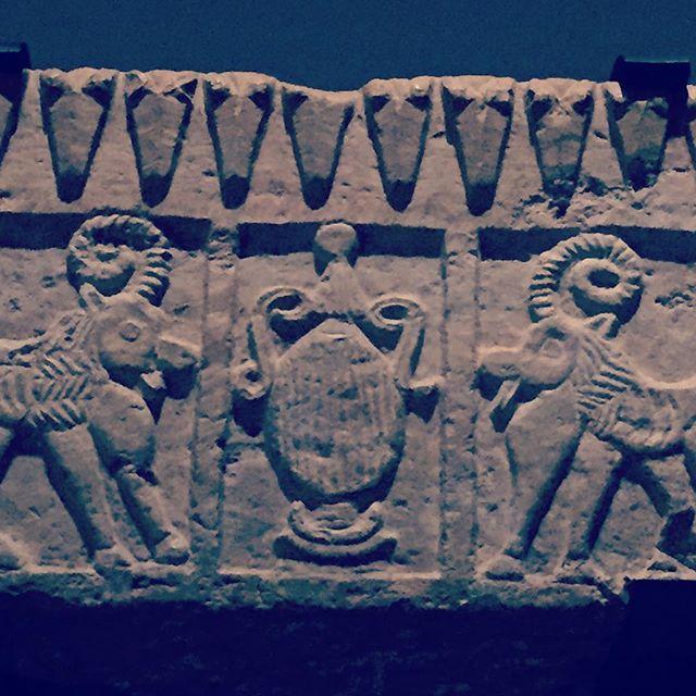 #abudhabi #louvre #louvremuseum #louvreabudhabi #louvreabudhabimuseum #exhibition #artexhibition #antiques #antiquesexhibition #uae #abudhabitourism #calligraphy #antiquecalligraphy #stone #carving #carvingstone #museum #collection #archeology #archaeology #nabatean #ابوظبي #الامارات #اللوفر_أبوظبي