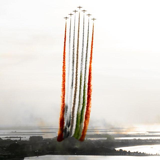 #uae #الامارات #abudhabi #ابوظبي #aircraft #fighterjet #airplane #airshow #airforce #fighterplane #uaeairforce #uaeflag #photography #artphotography #artgallery #artgalleryn21