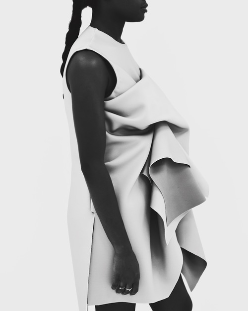 EXPLORING STATIC MOVEMENT - FASHION COLLECTION THAT EXPLORES THE IDEA OF PHOTOGRAPHY AND ITS ABILITY TO CAPTURE A SENSE OF ENERGY AND MOTION WHILE CONFINED TO A STILL IMAGE.
