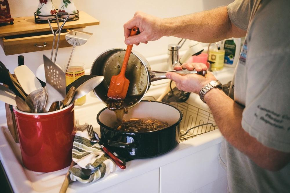 making-thanksgiving-dinner.jpg