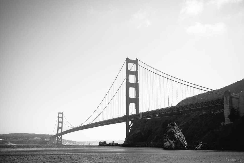 golden gate bridge black white