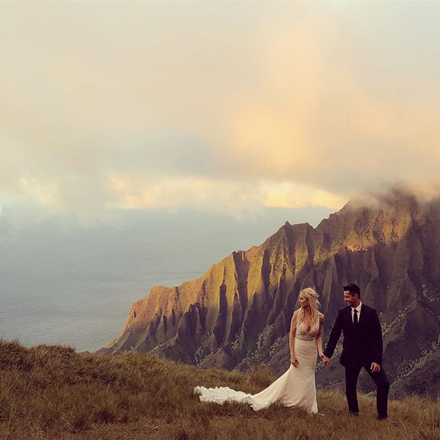 Majestic love... Mark & Meike  #goodtimesproductions #kauaihawaii #kalalautrail #kalalaulookout #destinationwedding #weddingcinema #weddingcinematography #epic #napalicoast #cabotokona2018 #epicweddingphotos #weddingvideographer #kauai #kauaiadventures