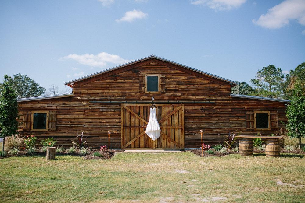 Florida Rustic Barn Weddings | Plant City, Florida Wedding Photography | Benjamin Hewitt Photographer