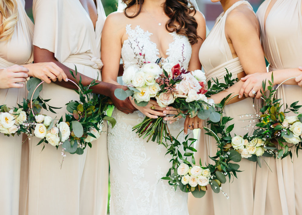 Bride bouquet with bridesmaids floral rings