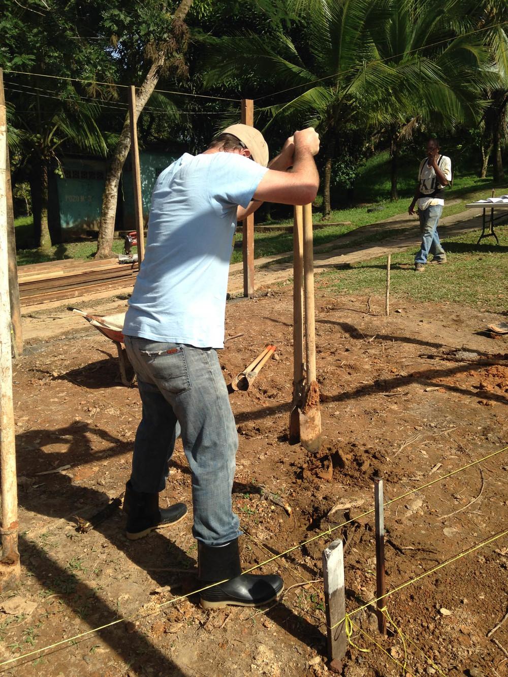 Dan, digging post holes 10AM, Verbo - photo, Tom Miller