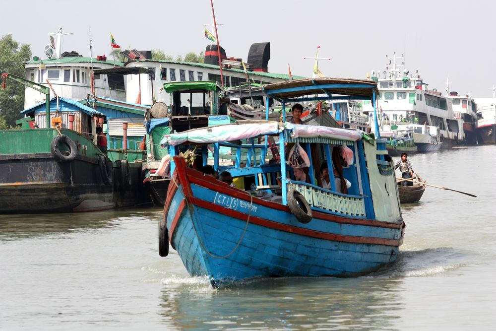 IMG4083_Burma_Sittwé_Boat_for_The_North_(7313687506).jpg