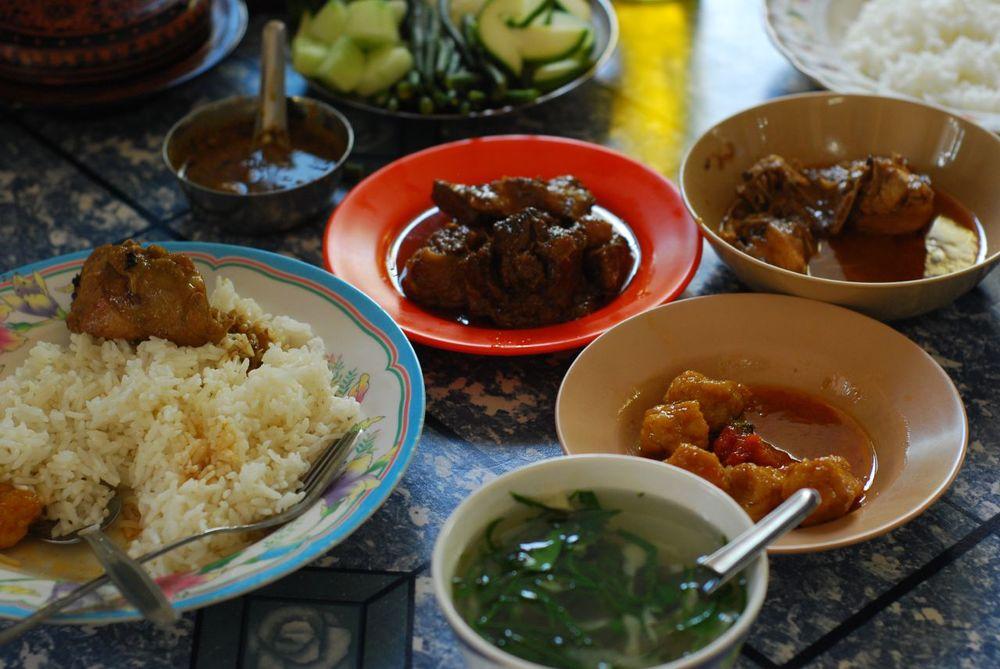 Myanma_cuisine.jpg