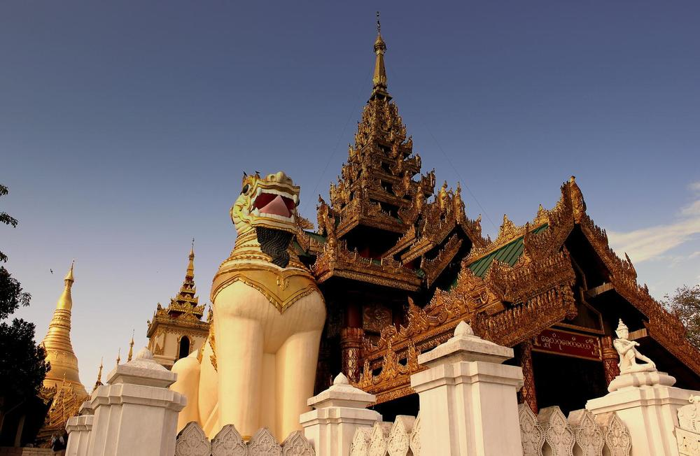 SHWEDAGON_BUDDIST_PAGODA_YANGON_MYANMA_FEB_2013.jpg