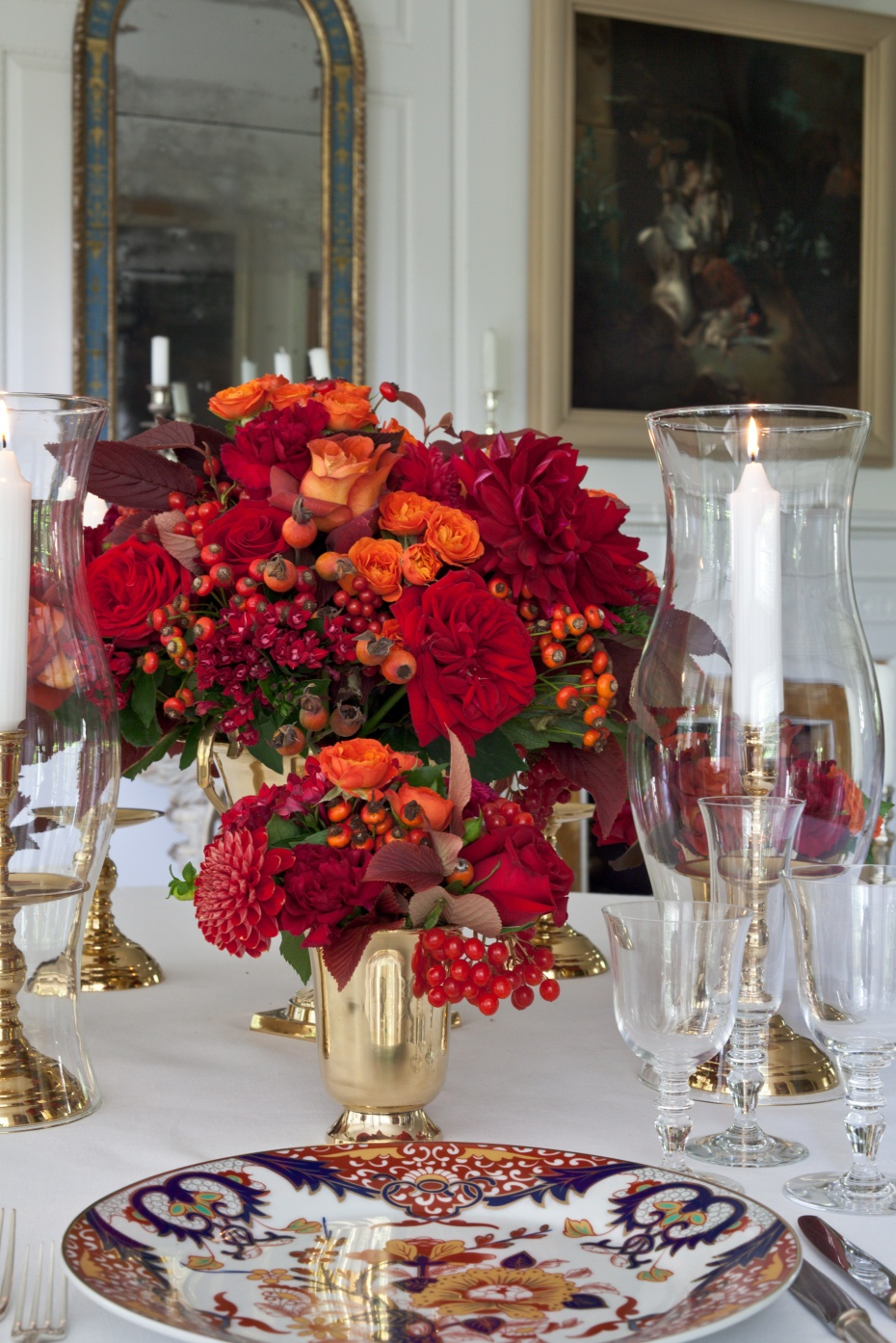 Carolyne Roehm has a wonderful gift for arranging florals, creating grand tablescapes that are quite breathtaking