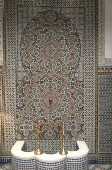 Can you believe the details in the ceramic tiling and it's all done by hand.  I'm going cross-eyed just thinking about it...