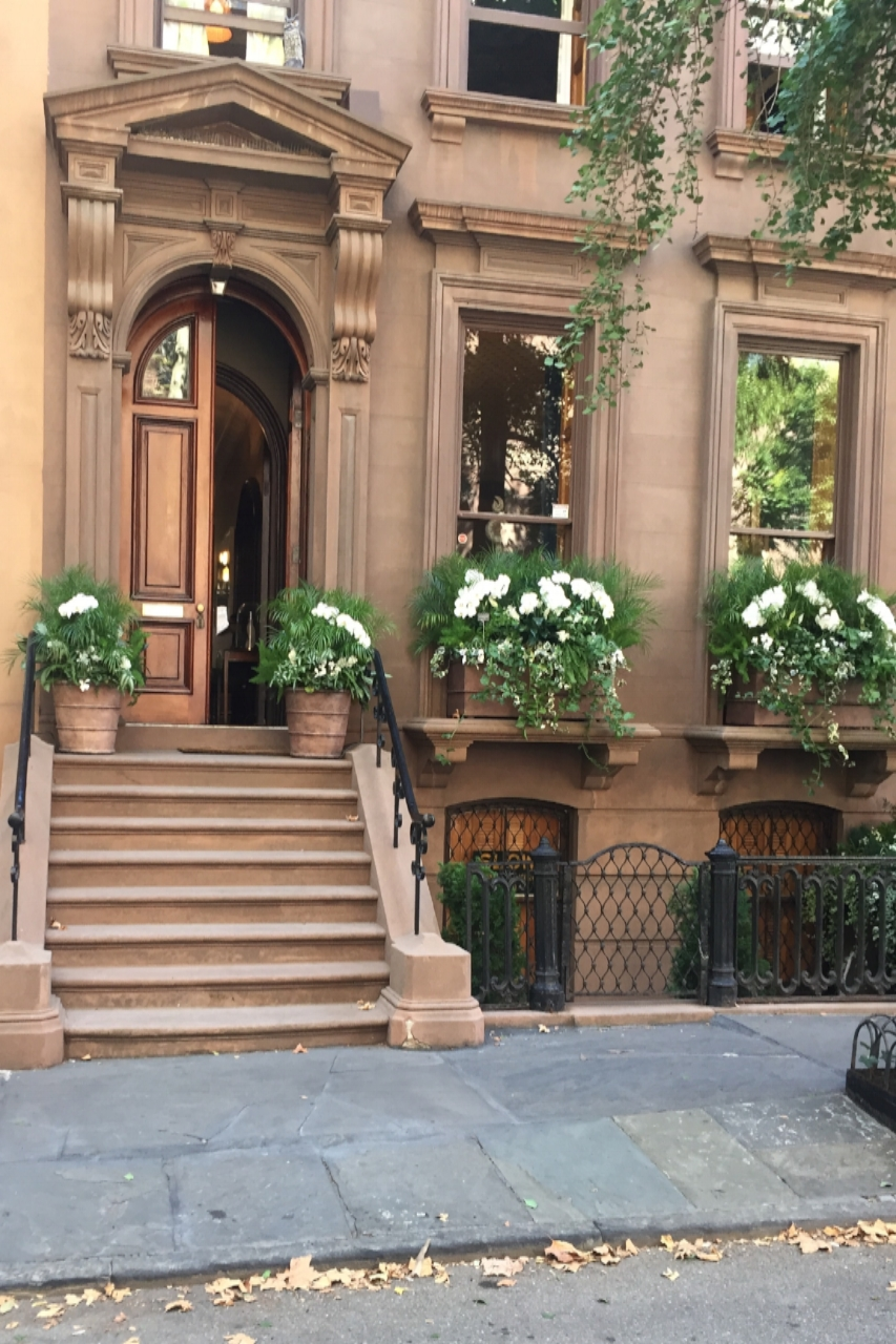 Note the classic Neo-Greco architecture of The Brooklyn Heights Designer Showhouse located at 32 Livingston Street, Brooklyn NY 11201:  open from September 29 - November 5: 11am - 5pm Tuesday through Sunday (closed Mondays): admission $40, includes a journal