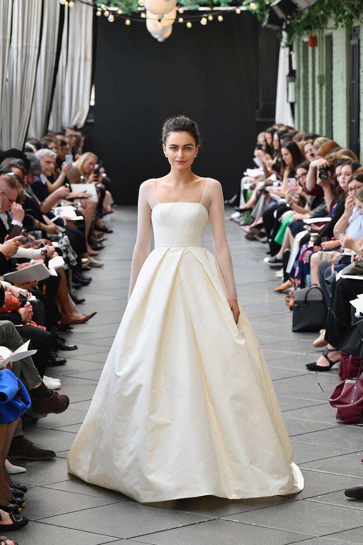 945918976-amsale-bridal-spring-2019-vogue-pr-1.jpg