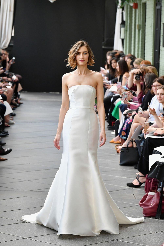 945919576-amsale-bridal-spring-2019-vogue-pr.jpg
