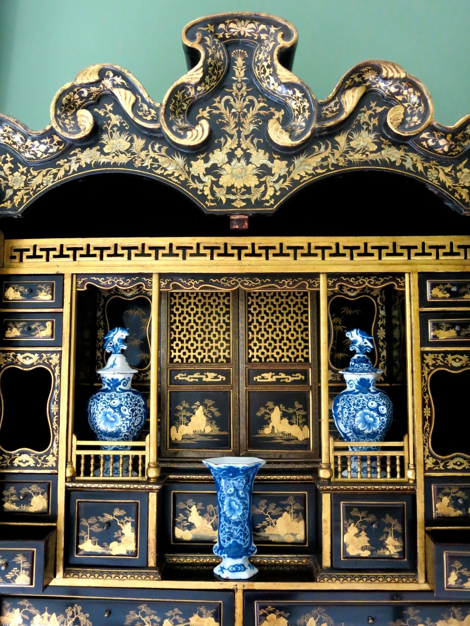 Carolyne Roehm's Chinoiserie Room  - Detail of the secretaire's handprinted compartments