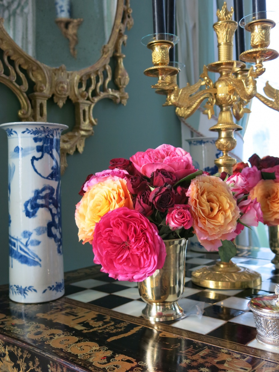 Carolyne Roehm's Chinoiserie Room -  taking in all the details