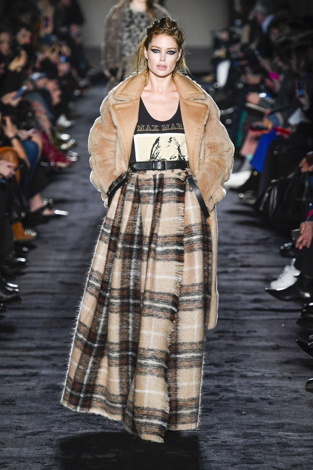 Max Mara Ready-to-Wear Fall 2018  - I'm loving this skirt - it's eveningwear that's quite relaxed, just the way I like it