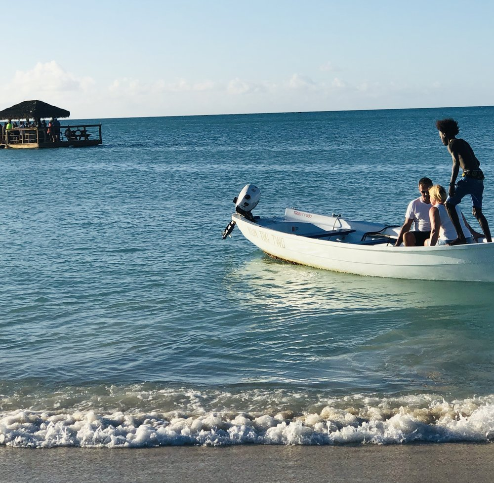 Tired of lolling on the beach? Take a quick speedboat ride to the floating bar 5 mins offshore from Siboney Beach
