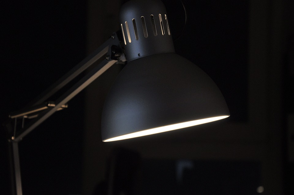 Table lamp with swing-arm - task