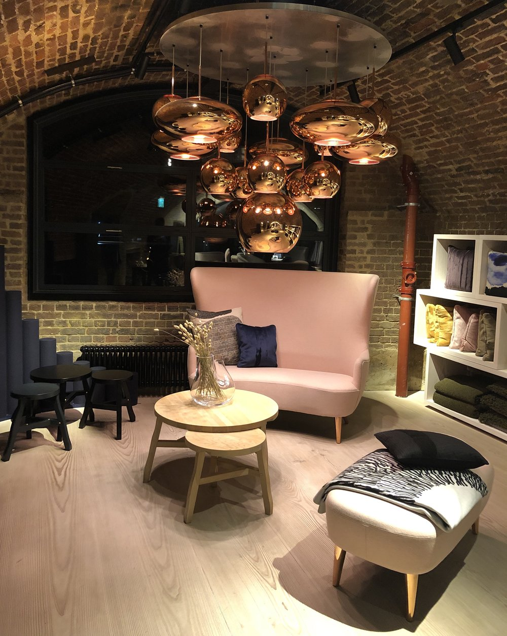 Luxury lighting, furniture and accessories designer Tom Dixon shows off his entire collection in 3 adjoining spaces combining studio workshop and office…  tomdixon.net