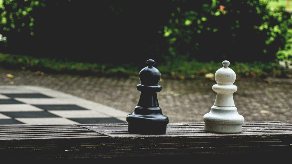black-and-white-blur-board-game-541538.jpg