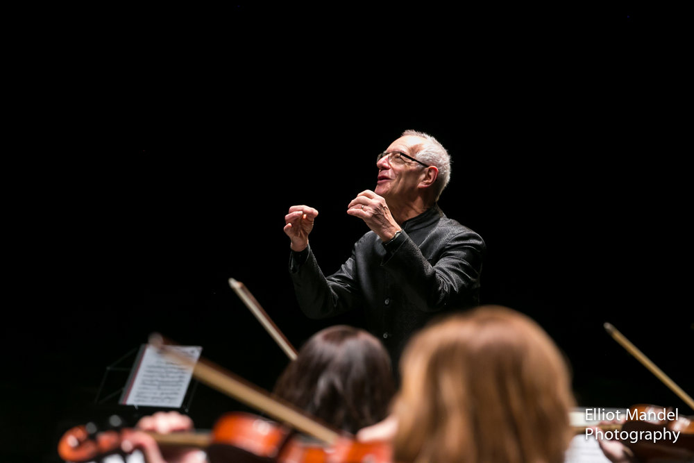 Nicholas Kraemer conducts Bach with Music of the Baroque.