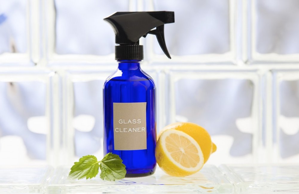 Leom_oil_essential_oil-toxic_free_cleaning.jpg