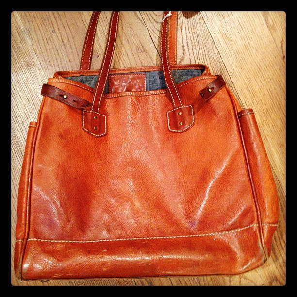 @jeanshop #jeanshop #madeinusa #madeinamerica #wellworn #leatherbag #vintage (Taken with Instagram at jean shop)