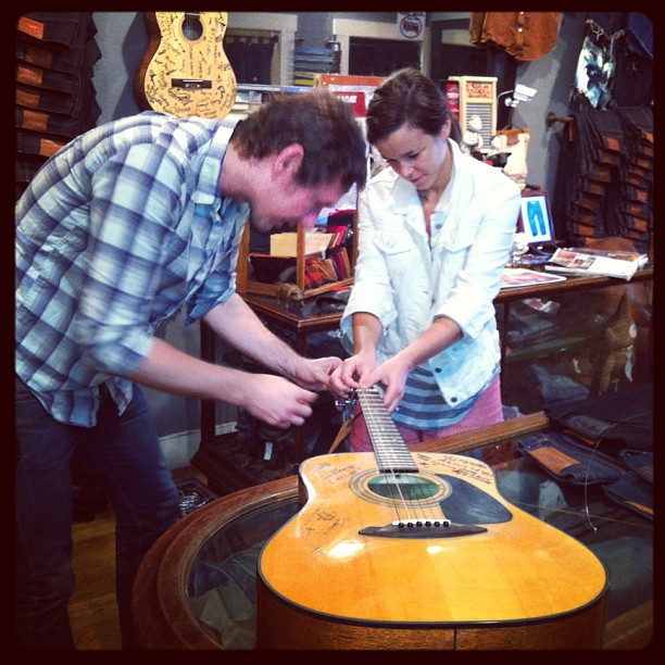 #guitar #littlekidsrock #jeanshopnyc #jeans #music we finally got a long time customer to tune the guitar. (at jean shop)