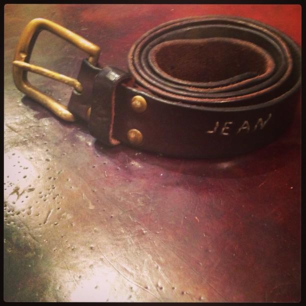 Vintage @jeanshop leather belt. #vintage #leather #belt #wellworn #wearthepig (at jean shop)