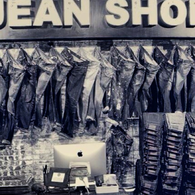 #selvage #shopping #meatpacking #mensstyle #antique #style #sale #japaneseselvedge #selvedgedenim #jeans #jeanshop #jeanshopny #beautiful #vintage #wellworn #wearthepig #walloffame