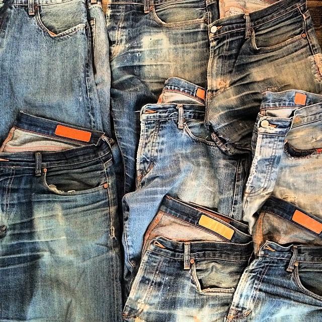 Very vintage, shades of indigo #vintage #wellworn #wearthepig #jeans #denim #selvedge #indigo #madeinusa #madeinamerica #fashion #beautiful #rawdenim #rawrdenim #denimhunters #