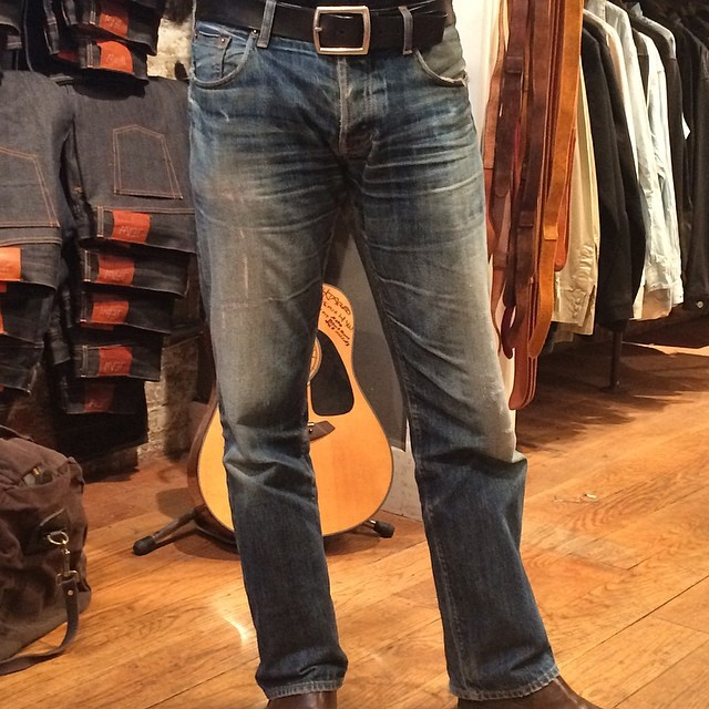 Work three years. He rides a motorcycle every day. #rawdenim #rawrdenim #vintage #jeans #jeanshop #madeinusa #orangeselvedge #selvedge #denim #indigo #quality #customer #wellworn #vintage